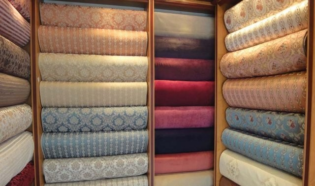 پوشش مبلهای راحتی و سلطنتی معمولا از چیست ؟